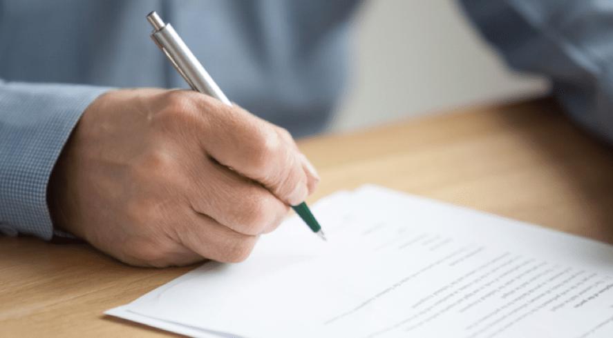 Escribiendo una carta * Prótesis MG