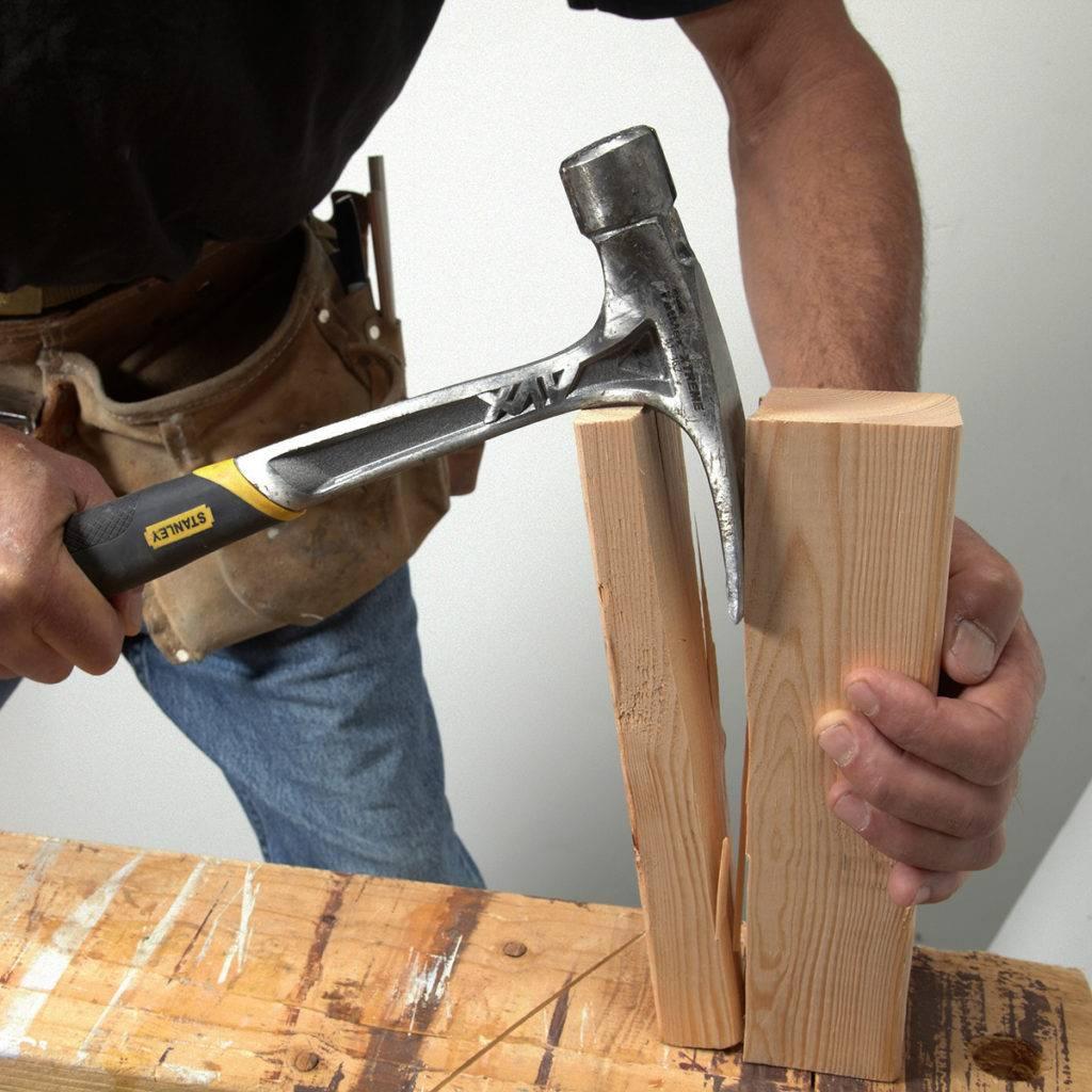 Carpintero trabajando con martillo * Prótesis MG
