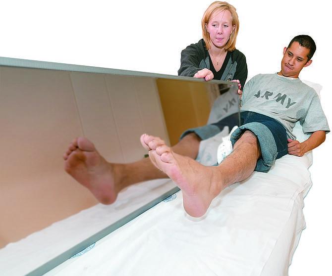Terapia caja espejo con pierna amputada