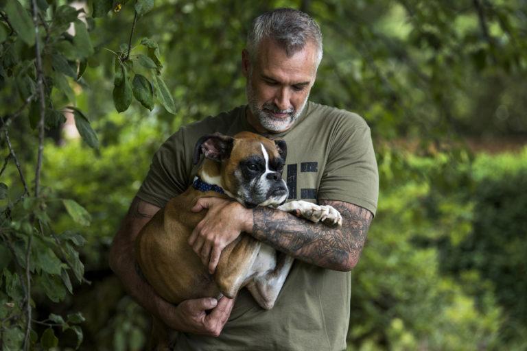 Gary Walters y su mascota de dos patas * MG Latam